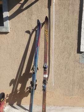 botas talle 42 y 2  tablas de ski( salomón)