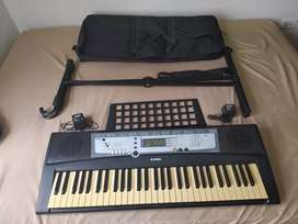 Combo teclado yamaha PSR E213 con estuche, cargadores y base