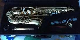 Saxofón mediano BUESCHER