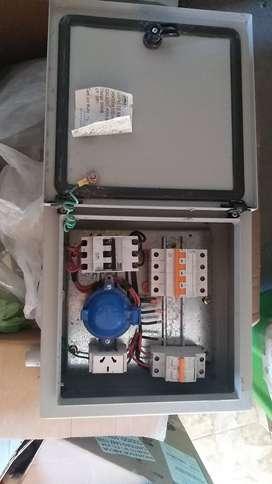 Vendo caja metálica para pilastras de luz
