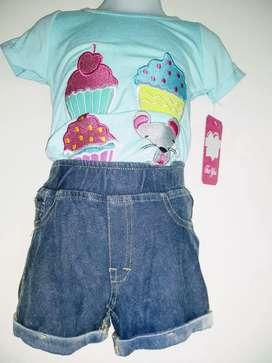 Conjunto niña short tipo Jean plomo,de algodón y polo turquesa con aplicación de bordados en la parte delantera