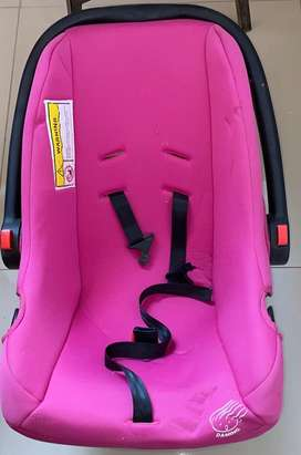 Porta bebe y silla mecedora