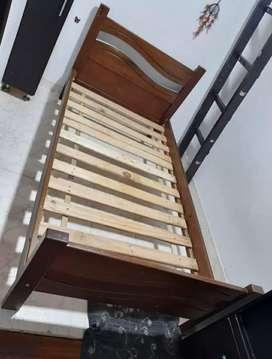 Se vende cama sencilla + 2 mesas de noche