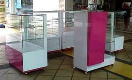 Se fabrica vitrina comercial en formica, madera y cristal