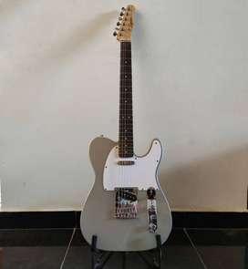 Guitarra electrica Fender Squier Telecaster afinnity ensamblada en Indonesia   usada como nueva