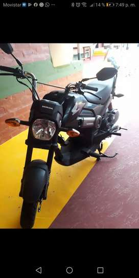 HONDA NAVI nueva, moto automatica, venta por motivos de viaje