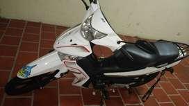 Se vende moto akt special 110 como nueva  papeles al dia