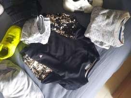 Paquete chaqueta, tenis y ropa de marca como nueva
