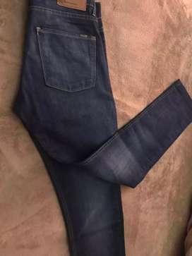 Vendo jeans azul, marca le Utthe, talle 40, en excelente estado