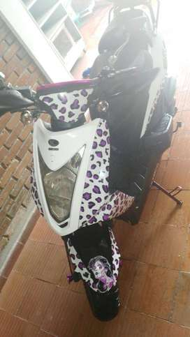 Hermosa moto blanca