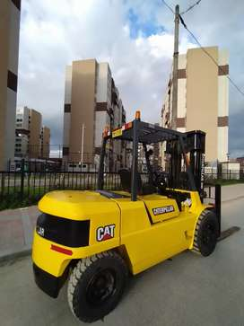 Montacarga CATERPILLAR 5.5 toneladas perfecta