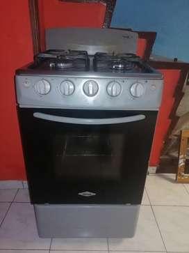 Estufa 4 puestos con horno funciona perfecto
