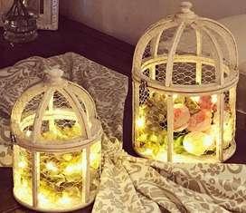 Dos Jaulas con flores y luces
