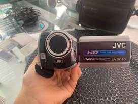 Filmadora marca JVC modelo GZ-MG157U