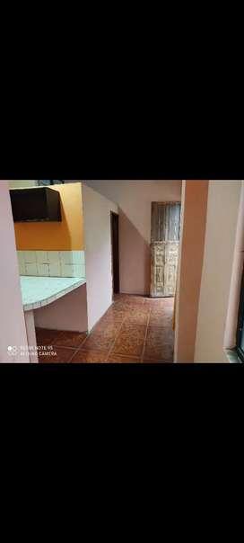 Habitación con cosina, baño y garage