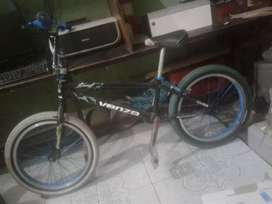 VENDO BICICLETA BMX negociable