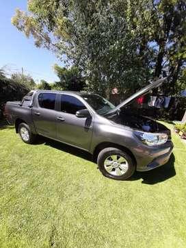 Toyota Hilux 4x2 D/C SR 2.4 TDI 6 M/T