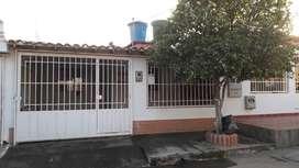 Excelente Casa en Garcia Herreros Al lado de Parque con Cancha Gramillada