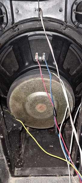 Bajo de caja amplificada