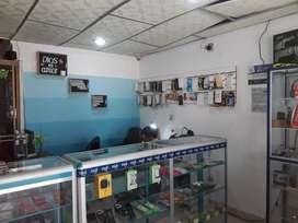 Se vende negocio de celulares con acreditación de 5 años ubicado en el parque principal de Barcelona Quindìo