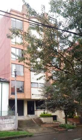 Directo Vendo Apartamento Chapinero Alto de Bogotá 2 alcobas con closet 1 baño 1 parqueadero, cocina y calentador a gas