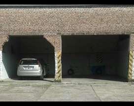 Cochera para Auto Y Camioneta. 25 Y 60.