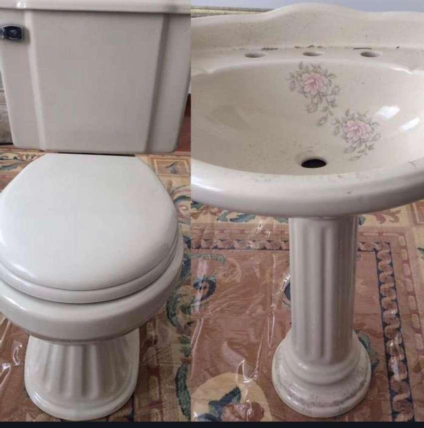 Baño, inodoro + lavamanos marca Franz Viegener 0