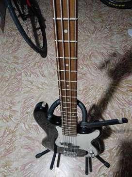 Bajo J y D guitars