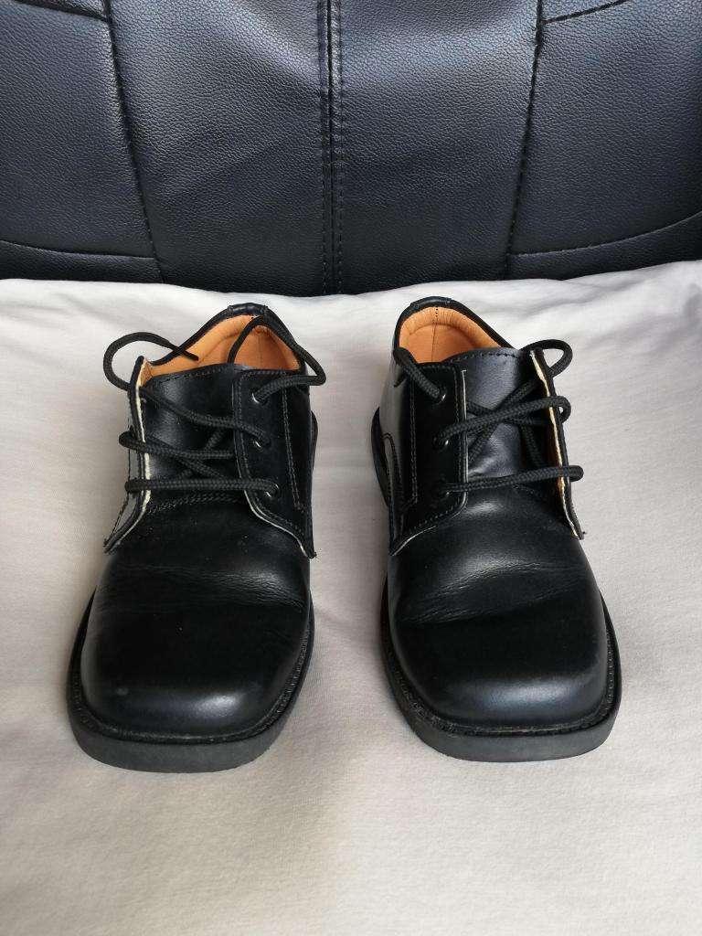 Se vende Zapatos para niño, cuero, seminuevo 0