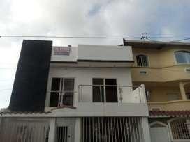 Vendo casa de dos pisos con terraza de 205 m2 de construcción