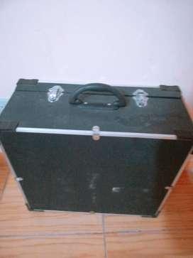 Acordeón,  un instrumento musical armónico de viento.