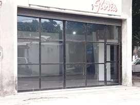 local comercial vidriado esquina amplio.dueño.