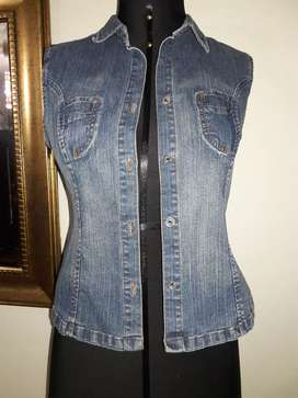 Chalecos jeans talla M hermosos de buena marca