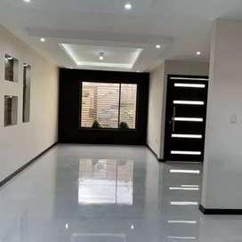 Vendo villa con acabados de lujo. Sector hotel oro verde / av. Del tejar.