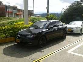 Vendo Mazda 3 Sedán, negro en buen estado.