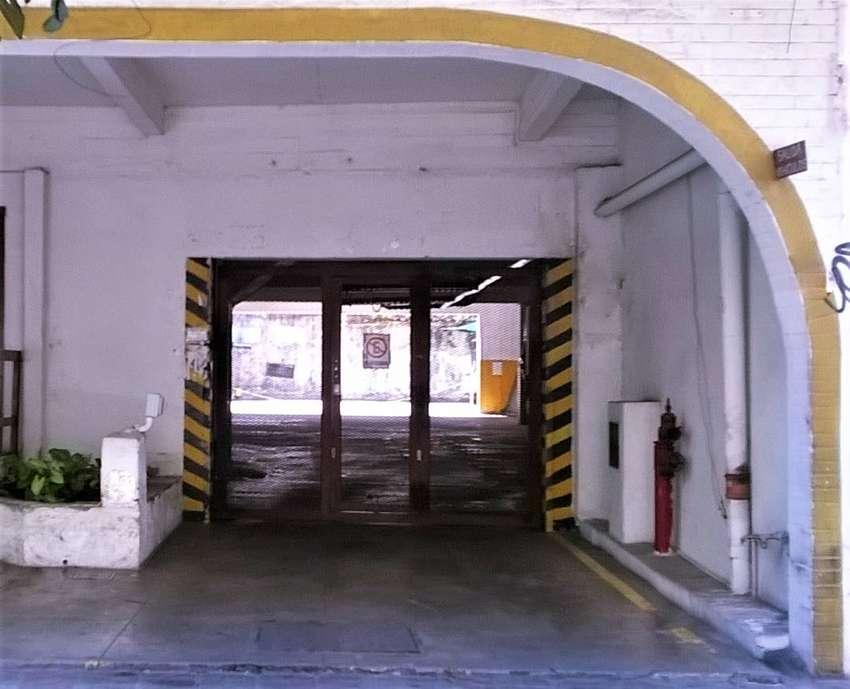 Alquilo cochera en Olivos - Maipú y j b Alberdi - fija