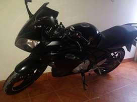 Vendo Yamaha R15 V1 modelo 2011 color negra