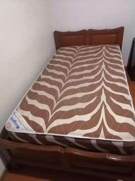 Cama 1 1/2 ($80) cama y colchon (100)