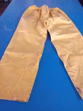 Pantalón para lluvia Usado muy buen estado