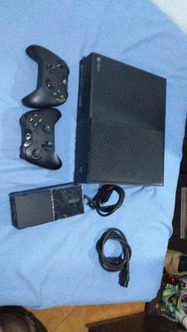 Xbox One con 2 Mandos Y 3 Juegos