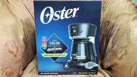 Cafetera Oster 12 tazas con sistema de colores