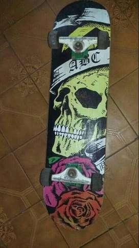 Skate y kit de protección.