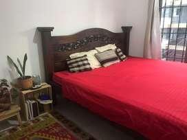 Hermosa cama rustica king size con colchon