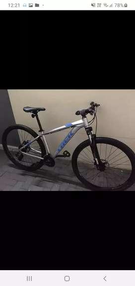 Vendo mi bici trek marlin 4 en un estado de 9.5 de 10