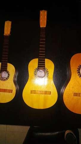 Guitarras de juguete en madera