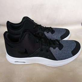 Vendo Cambio Nike Air Versitile 3