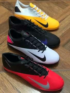 Hermosas zapatillas deportivas para jugar