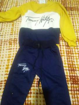 Deportivo tommy talla 8