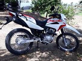 Vendo moto honda XR 150 seminueva de 3 meses de uso