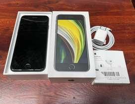 iPhone SE 128GB con caja, audifonos, cable y cubo original.